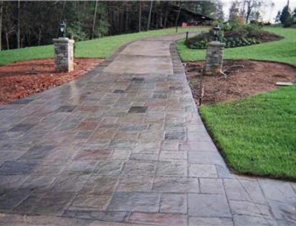 Rebar vs. Wire Mesh in Your Concrete Patio or Driveway