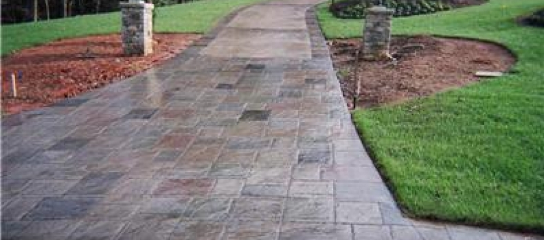 Rebar vs. Wire Mesh in Your Concrete Patio or Driveway